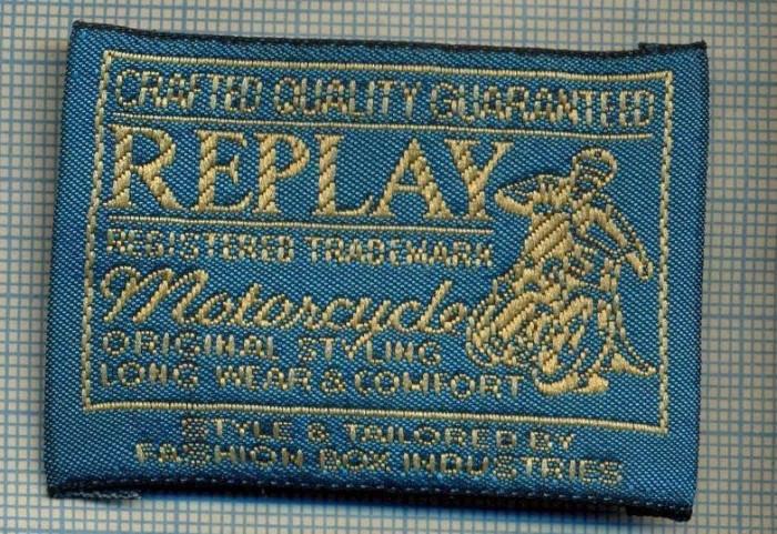 417 -EMBLEMA- REPLAY - BRAND RENUMIT DE IMBRACAMINTE -MOTO -starea care se vede