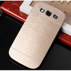 Husa aurie MOTOMO aluminiu+plastic Samsung Galaxy S3 i9300 + folie si cablu