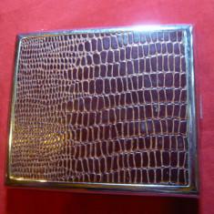 Tabachera Anglia -metal nichelat cu imitatie piele reptila , 9,5 x7,5 cm