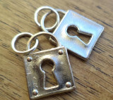 Pandantiv/martisor/cercei, lacat, metal argintiu