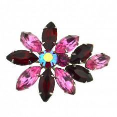 Brosa vintage decorata cristale Bohemia ametist, model retro postbelic anii 1950