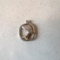 PANDANTIV VINTAGE DIN ARGINT BUST NEFERTITI GREUTATE 2-GRAME - Pandantiv argint