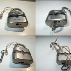 Lacat mic metalic vechi marcat LULU 25mm. stare buna, functionabil, anii 1900 - Metal/Fonta
