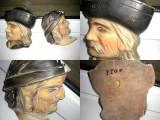 Frumoase aplice vechi cu personaje Transilvania Austro-Ungaria in lemn pictat