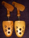 Set calapoade de lemn reglabile pantofi marimea 40, sanuri perioada comunista