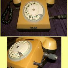 Telefon vintage tip RS-73632 cu disc si manivela din perioada comunista