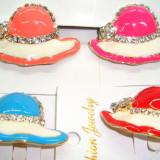 Set 4 Brose din aliaj auriu si portelan cu cristale MARTISOARE -model Palarie - Martisor speciale