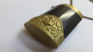 Spectaculos si Vechi Medalion Austria Sticla Parfum executat manual Superb Rar