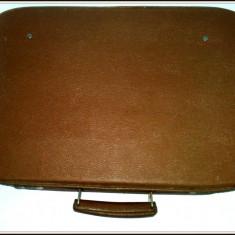 Valiza / Geamantan anii '70 din piele ecologica ( 51cm x 36cm x 16cm) - Geanta vintage