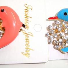 Set 4 Brose din aliaj auriu si portelan cu cristale MARTISOARE -model Delfin - Martisor speciale