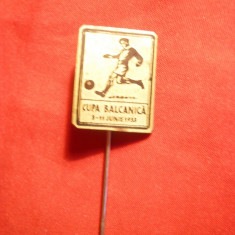 Insigna Cupa Balcanica la Fotbal 1933, metal si email, 2x 1, 6 cm - Insigna fotbal