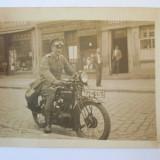 FOTO OFITER MILITAR GERMAN PE MOTOCICLETA ANII 20 - Fotografie veche
