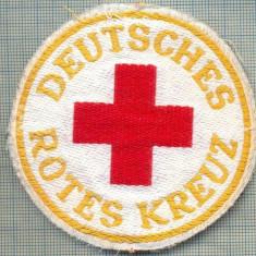 28 - EMBLEMA CRUCEA ROSIE -ROTES KREUZ- GERMANIA -MILITARA? -starea care se vede - Uniforma militara