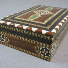 Nr. 29 Caseta / cutie tigari veche din lemn cu intarsii restaurata. - Tutungerie