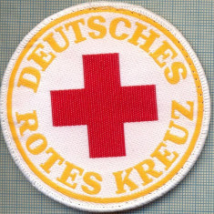 30 - EMBLEMA CRUCEA ROSIE -ROTES KREUZ- GERMANIA -MILITARA? -starea care se vede - Uniforma militara