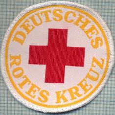 26 - EMBLEMA CRUCEA ROSIE -ROTES KREUZ- GERMANIA -MILITARA? -starea care se vede - Uniforma militara