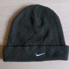 Fes / caciula Nike; marime universala; 100% acrilic; impecabil - Fes Barbati, Culoare: Din imagine