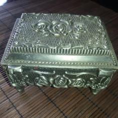 Superba cutie bijuterii din zinc