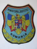 EMBLEMA TEXTILA MARE 10,5  X  9 CM MINISTERUL JUSTITIEI ANII 90