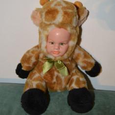 Jucarie plus copil imbracat de girafa, fata de cauciuc, fata si ochii expresivi - Jucarii plus