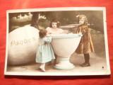 Ilustrata-Felicitare de Paste - Copii si Ou urias ,semnat Stebbing phot., Circulata, Fotografie