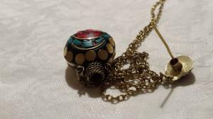 Splendid si Elegant Medalion Sticla de Parfum executata manual delicat de Efect