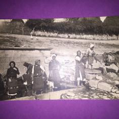 Port Popular - La fantana - Carte Postala Bucovina 1904-1918, Circulata, Fotografie