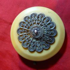 Catarama veche pt. cordon dama -celuloid si metal argintat, d=5, 8 cm - Curea Dama, Marime: L, Culoare: Galben