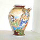 Vaza portelan, cca 1890, pictura manuala, Satsuma Moriage - marcaj Dai Nichi Hon