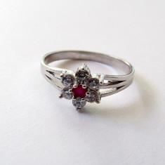 Inel argint floare si cubic zirconia