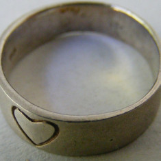 Inel vechi din argint cu inima