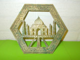 TAJ MAHAL , vechi SUPORT de VASE CALDE lucrat din ALAMA , gravat manual / INDIA