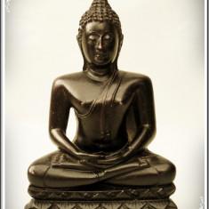STATUETĂ ASIATICĂ VECHE FĂCUTĂ DIN RĂȘINĂ - BUDDHA MEDITÂND ÎN POZIȚIA LOTUS! - Arta din Asia