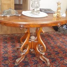 Masa veche de salon