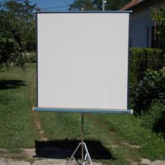 Ecran de proiectie cu trepied