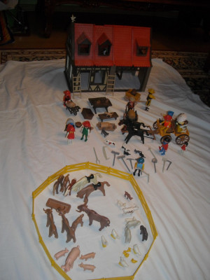 Playmobil - Casa medievala vintage cu trasura si accesorii foto