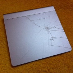 Apple Magic Trackpad A1339 ( functionare perfecta ) - pad fisurat