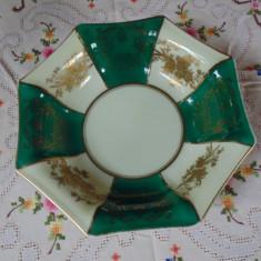 FRUMOS VAS DIN PORTELAN CHINA CU MODEL FLORAL DIN AUR COLOIDAL IN RELIEF L 76, Decorative
