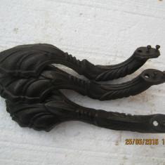 Fonta veche 3 picioare Soba, stil - Metal/Fonta