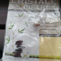 DeAgostini - revista Cristale si Pietre nr.77 (Epidotul Fulg-De-Nea (Galet) )
