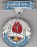 Insigna pioniereasca Pionier de frunte (vopsita, 28 mm diamtru), Romania de la 1950