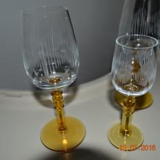 Serviciu de pahare cu picior galben