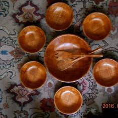 Set pentru salata,7 piese(1castron+6castronase+1furculita+1lingura),din bambus+