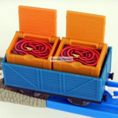 TOMY - Thomas and Friends - TrackMaster - Vagon albastru incarcat cu doua lazi - Trenulet Tomy, Vagoane