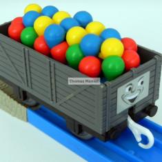 TOMY - Thomas and Friends - TrackMaster - Vagon gri incarcat cu baloane - Trenulet Tomy, Plastic, Unisex