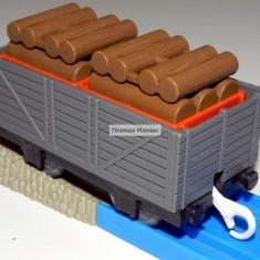 TOMY - Thomas and Friends - TrackMaster - Vagon gri incarcat cu lemne - Trenulet Tomy, Vagoane