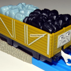 TOMY - Thomas and Friends - TrackMaster - Vagon kaki cu incarcatura mixta - Trenulet Tomy, Vagoane
