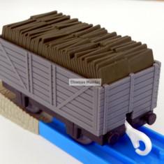 TOMY - Thomas and Friends - TrackMaster - Vagon gri incarcat cu ardezie - Trenulet Tomy, Vagoane
