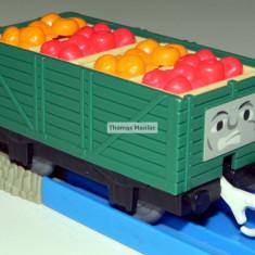 TOMY - Thomas and Friends - TrackMaster - Vagon verde incarcat cu fructe, Vagoane