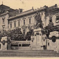 CERNAUTI, MONUMENTUL UNIRII CU CASA DE ECONOMIE, CIRCULATA IAN. 1939 - Carte Postala Bucovina dupa 1918, Fotografie